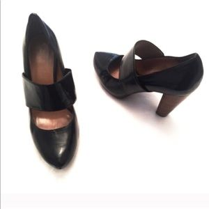 Elie Tahari patent leather Mary Jane heels black 7